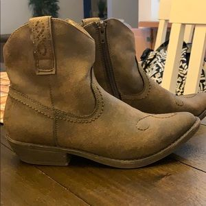 Boots. Like new!!